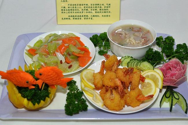 幼儿园营养午餐