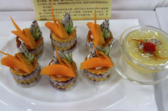 寿司蛋糕融入蛋糕和寿司的时尚元素,将平日幼儿食用的各种口味的蛋糕